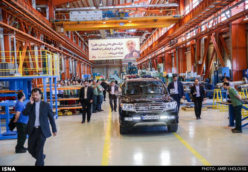 چند نکته درباره ماشین سواری روحانی در میان کارگران (+عکس)
